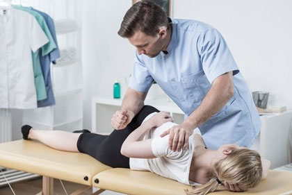 درمان-دستی-در-درمان-درد-دنبالچه