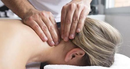 ماساژدرمانی برای درمان گرفتگی گردن